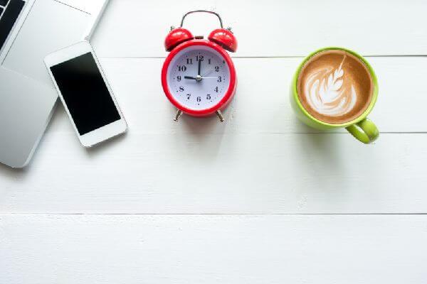 スマホで起床時間をセットすれば起きてすぐ飲める