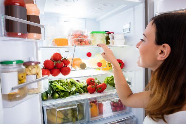 消臭効果を活かしてニオイが気になる場所へ(冷蔵庫)