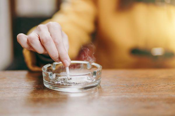 消臭効果を活かしてニオイが気になる場所へ(タバコの灰皿)