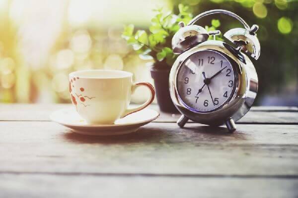 ココナッツオイルコーヒーの最も効果的な時間帯は「朝」