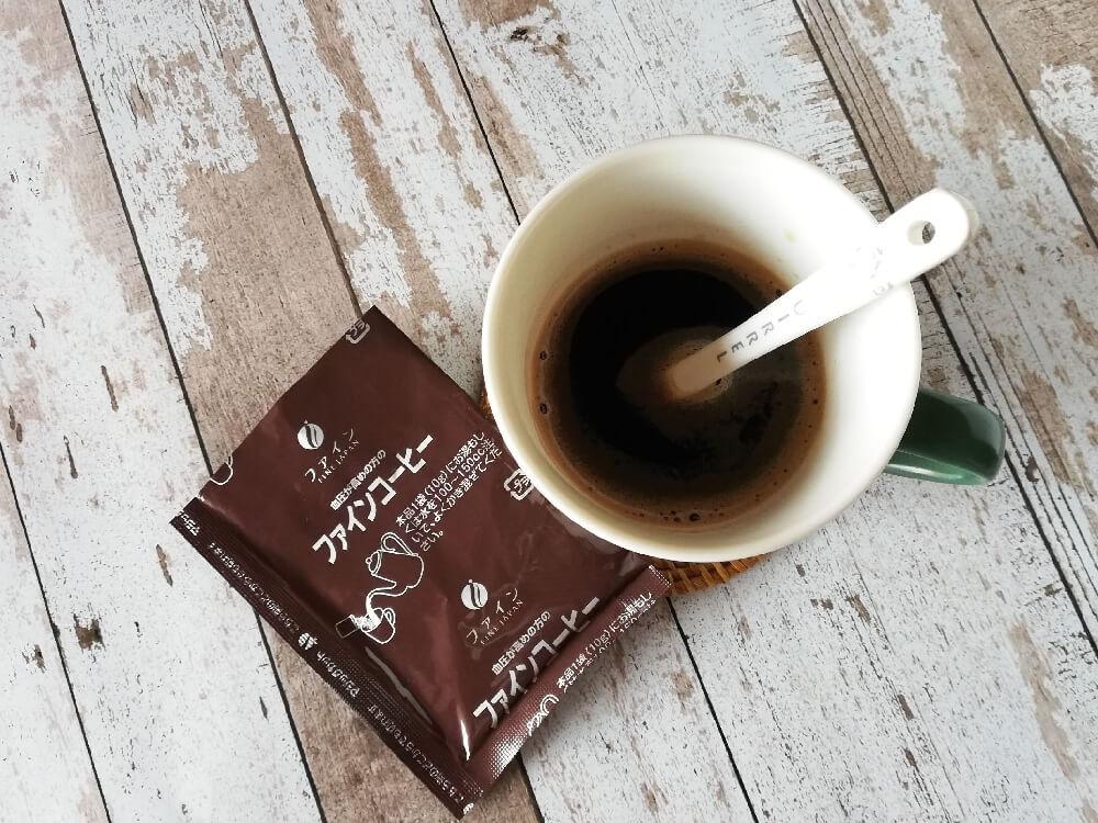 コーヒーをお湯で溶かした状態