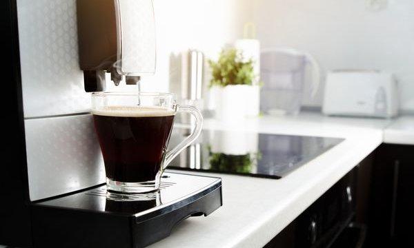 【アクアウィズ(AQUA WITH)】業界初!コーヒーマシンとウォーターサーバーの一体型マシン